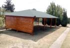 Delom zatvorena garaza od drveta